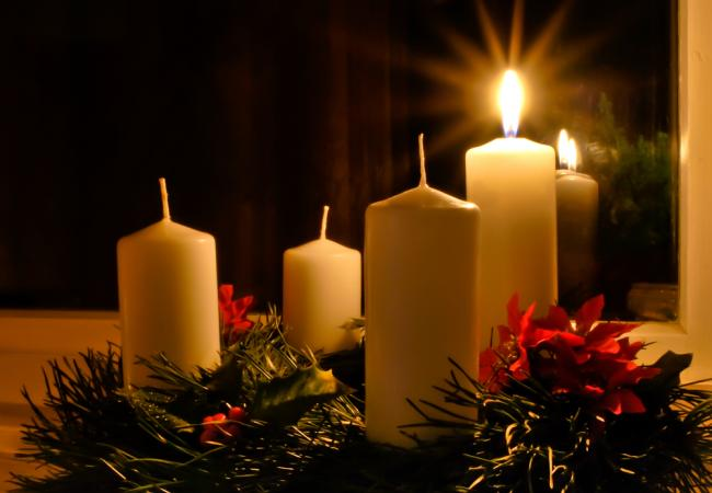 Christmas Eve Candlelight ServicAdvent wreathes
